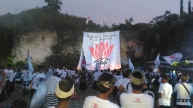 Aksi Pengukuhan Desa Adat Jimbara Tolak Reklamasi Teluk Benoa