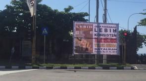 Foto Pemasangan Baliho BTR oleh Desa Adat Lebih (2)
