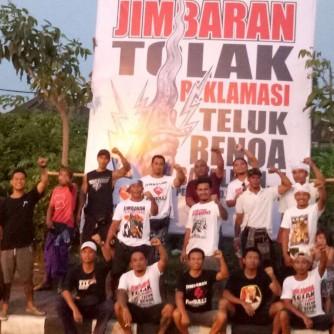 Foto Pendirian Baliho Tolak Reklamasi Teluk Benoa oleh Para Pemuda Jimbaran 10 November 2017 (1)