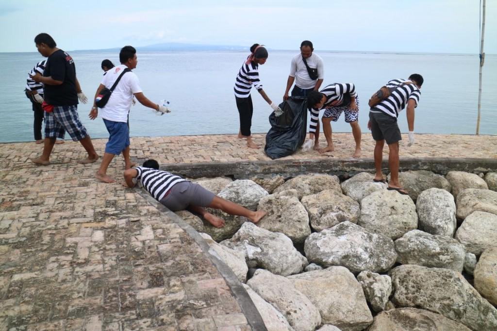 Dokumentasi Beach Clean Up Leak Sanur & Marjinal 14 Desember 2017 02
