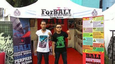 Gerai ForBALI (Forum Rakyat Bali Tolak Reklamasi) di Indonesia Greaser Party, Plaza Barat Senayan, sudah siap menyambut kawan-kawan seperjuangan!