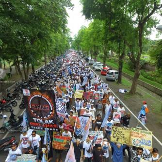 Ribuan Warga Bali Berdemo Tolak Reklamasi Teluk Benoa (Foto: Dwi)