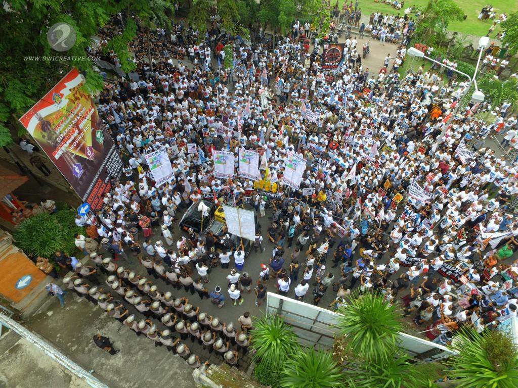 Ribuan Warga Bali Berdemo Tolak Reklamasi Teluk Benoa