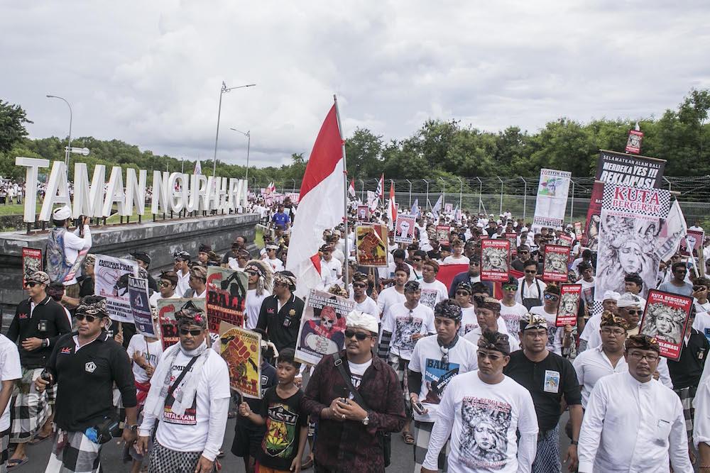 Foto aksi tolak reklamasi di Tuban, Bali
