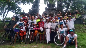 Komunistas Samas Keliling Bali (2) copy