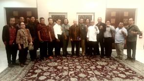 Foto Bersama Dengan Kepala Staf Presiden usai menggelar dialog