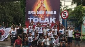 Desa Adat Bualu ; pemasangan Baliho di Pertigaan Tol Nusa Dua (1)