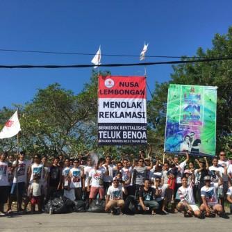 Pemuda Nusa Lembongan mendirikan baliho tolak reklamasi