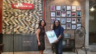I Wayan Gendo Suardana saat menerima penghargaan dari Partai Hijau Indonesia