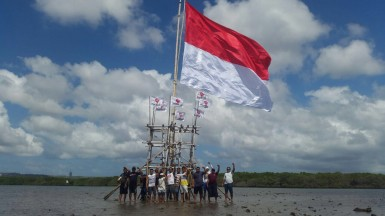 Pengibaran Bendera Merah Putih di Teluk Benoa 17 Agustus 2017 (3)