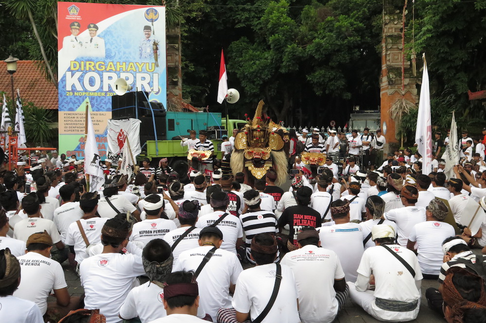 Foto Tari Barong pada Parade Budaya Tolak Reklamasi Teluk Benoa di Depan Kantor Gubernur 2 Des 2017 (1)