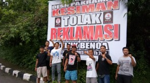 Foto Pendirian baliho Tolak Reklamasi oleh Forum Pemuda Kesiman 21 Januari 2018 (2)
