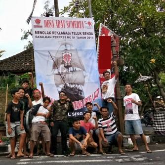 Foto Pemasangan Baliho Tolak Reklamasi Teluk Benoa oleh Pemuda Sumerta 14 Ferbruari 2018 (1)