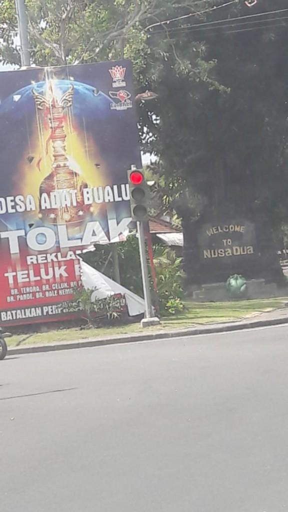 04-08-2018_Perobekan_Baliho_Desa_Adat_Tolak_Reklamasi_Teluk_Benoa_Secara_Serentak (1)