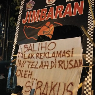 05-08-2018-Dokumentasi Baliho dirusak, ForBALI balas dengan spanduk satire (2)