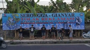 Photo Pemasangan Baliho BTR Oleh Pemuda Serongga, Gianyar (1)