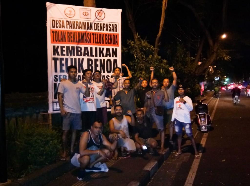 Pendirian Baliho Penolakan Reklamasi Teluk Benoa oleh Desa Pakraman Denpasar 26 januari 2018. 2