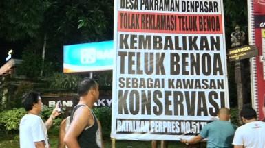 Pendirian Baliho Penolakan Reklamasi Teluk Benoa oleh Desa Pakraman Denpasar 26 januari 2018. 3