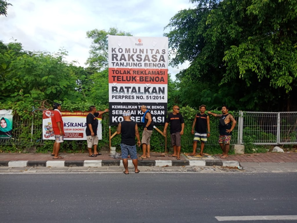 Pendirian Baliho Oleh Komunitas Raksasa Tanjung Benoa, Rabu 27 Februari 2019 (1)